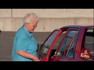 Бабушка и автомобиль. Розыгрыш